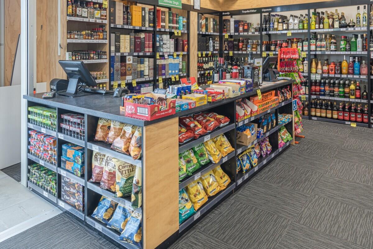 Liquor store counter with impulse shelving