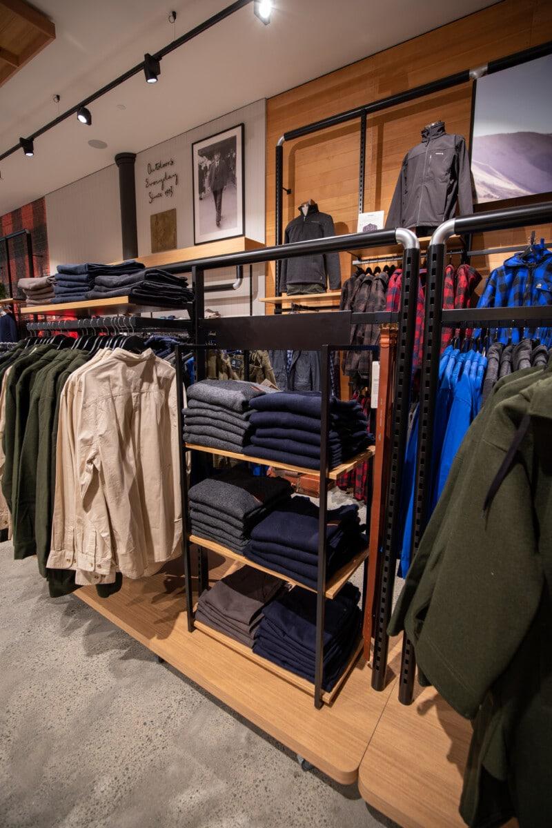 Modular apparel wall shelving and racking display