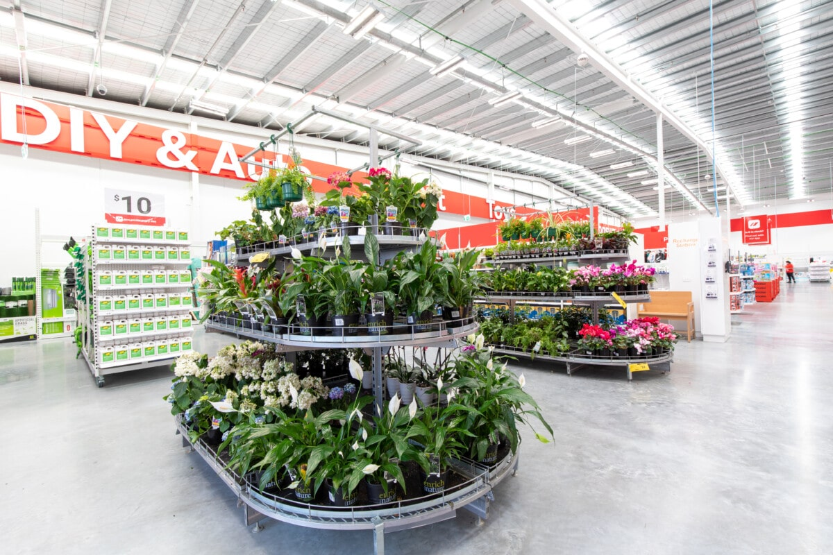 Garden plant display with 3 tier levels