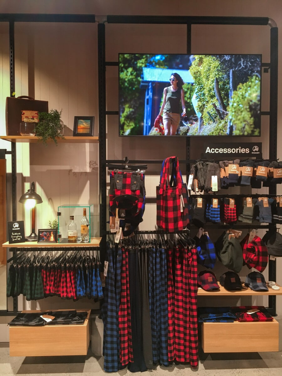 Wall display area for apparel with digital screen