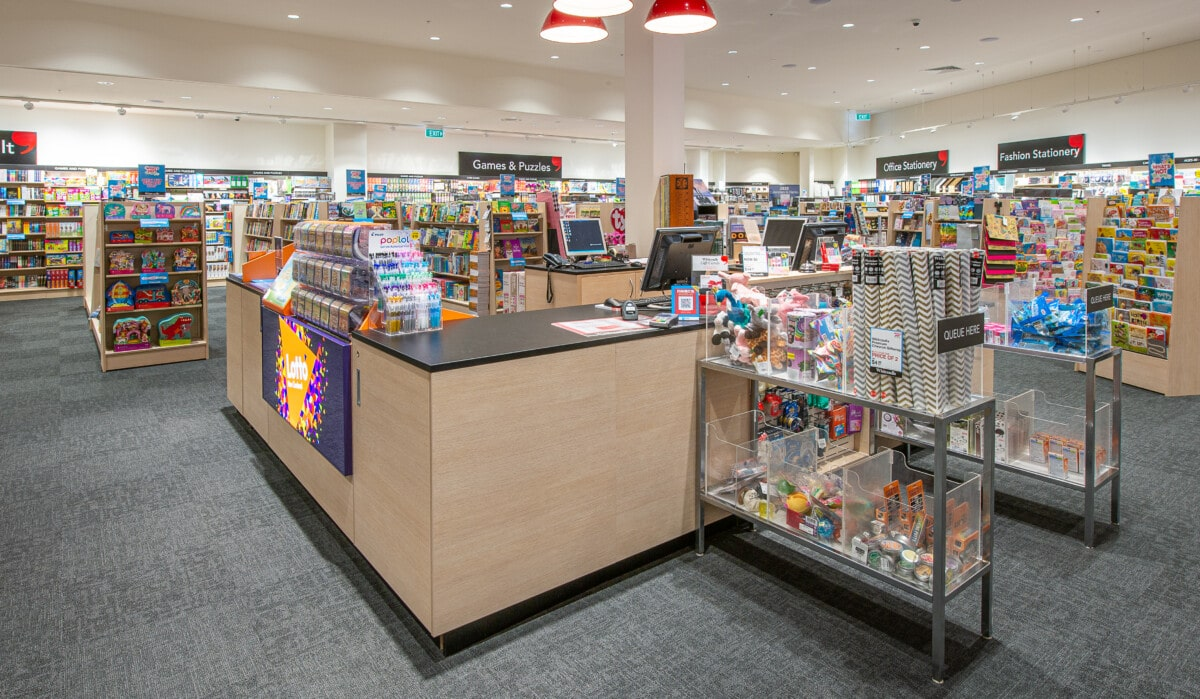 Large, square modular counter with aisle queue impulse display
