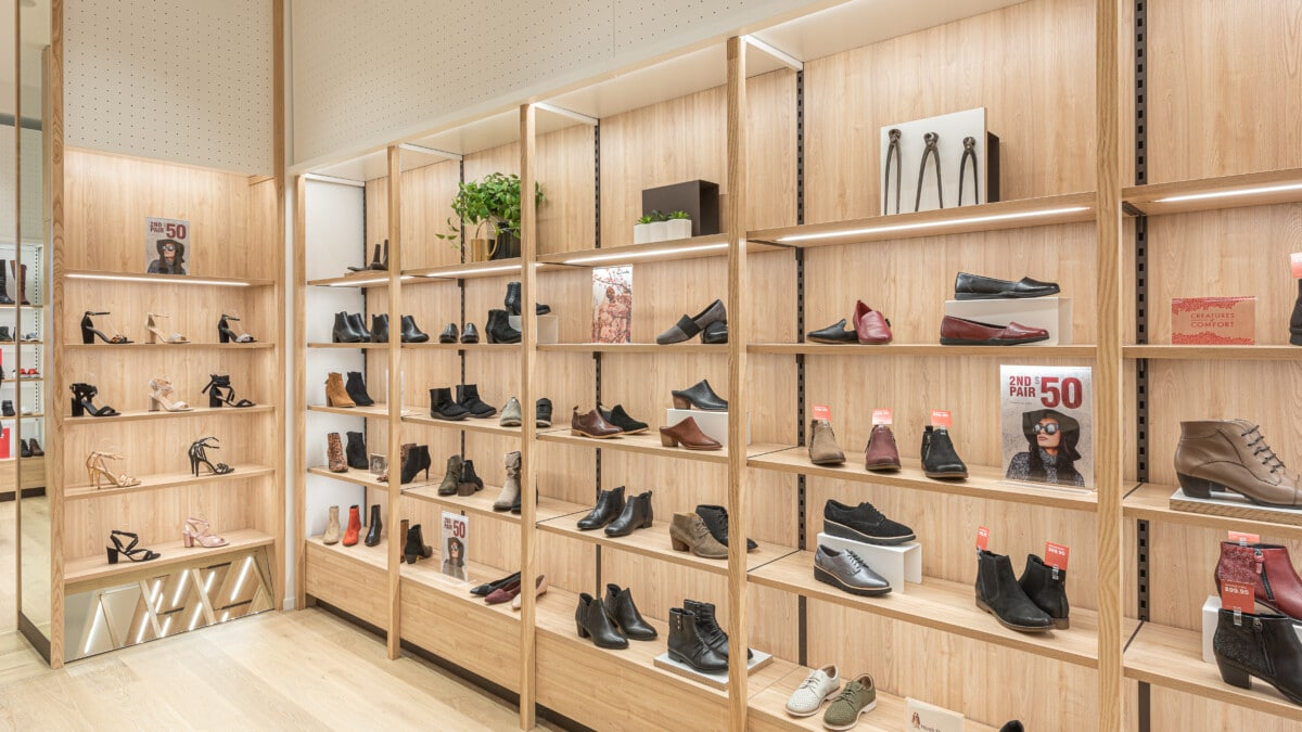 Footwear wall display system with adjustable height shelves