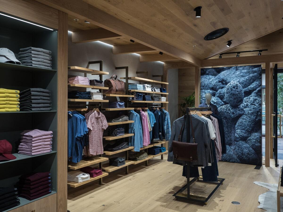 Fashion apparel store wall and gondola system